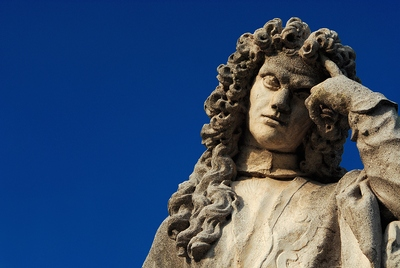 Statue Thinking